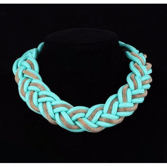 Ethnic-inspired necklace: the Braided